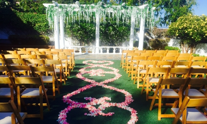 Perry House Heart Shaped Flower Petal Isle for ceremony
